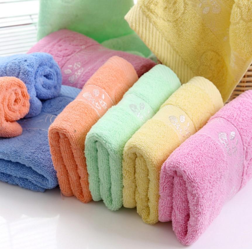 纯棉毛巾一条,厚实柔软,大尺寸